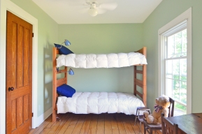 Bedroom with two Bunks